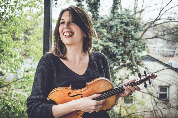 Bella Hardy with fiddle